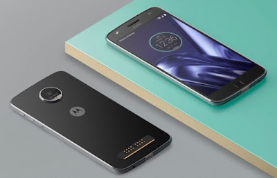 Does Moto Z Play Gives Pannel with the Phone