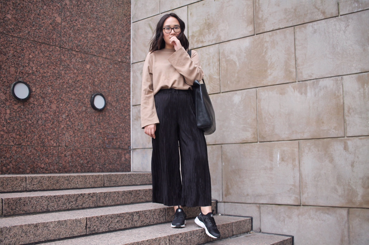 styling pleated culottes, spring outfit ideas, minimal fashion