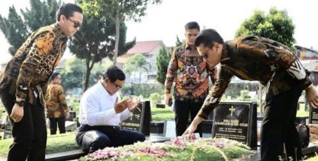 Masa Tenang, Prabowo Ziarah ke Makam Ibunya, Bagaimana Hukum Mendoakan Mayit Non-Muslim?