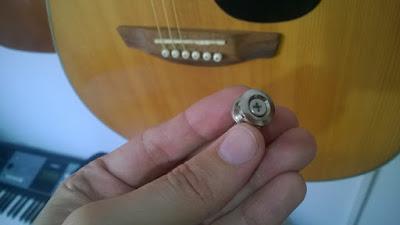 instalação de roldana, suporte para correia, alça do violão.