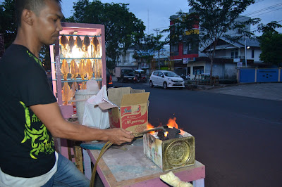 Penjual sotong pangkong yang ditemui tukang jalan jajan