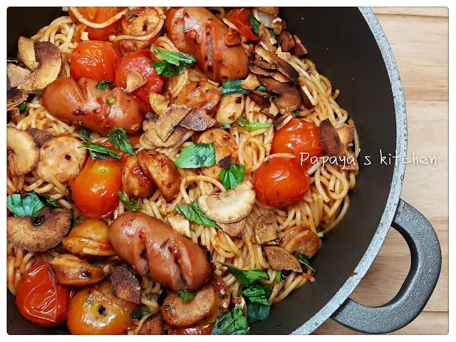 木瓜廚房: 香辣肉腸茄汁炒意粉