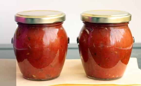 Salsa De Tomate Y Albahaca En Conserva
