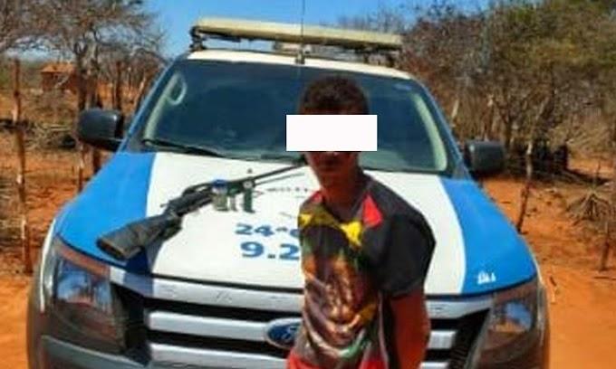 Policiais da 24ª CIPM prendem homem por porte ilegal de arma em Umburanas