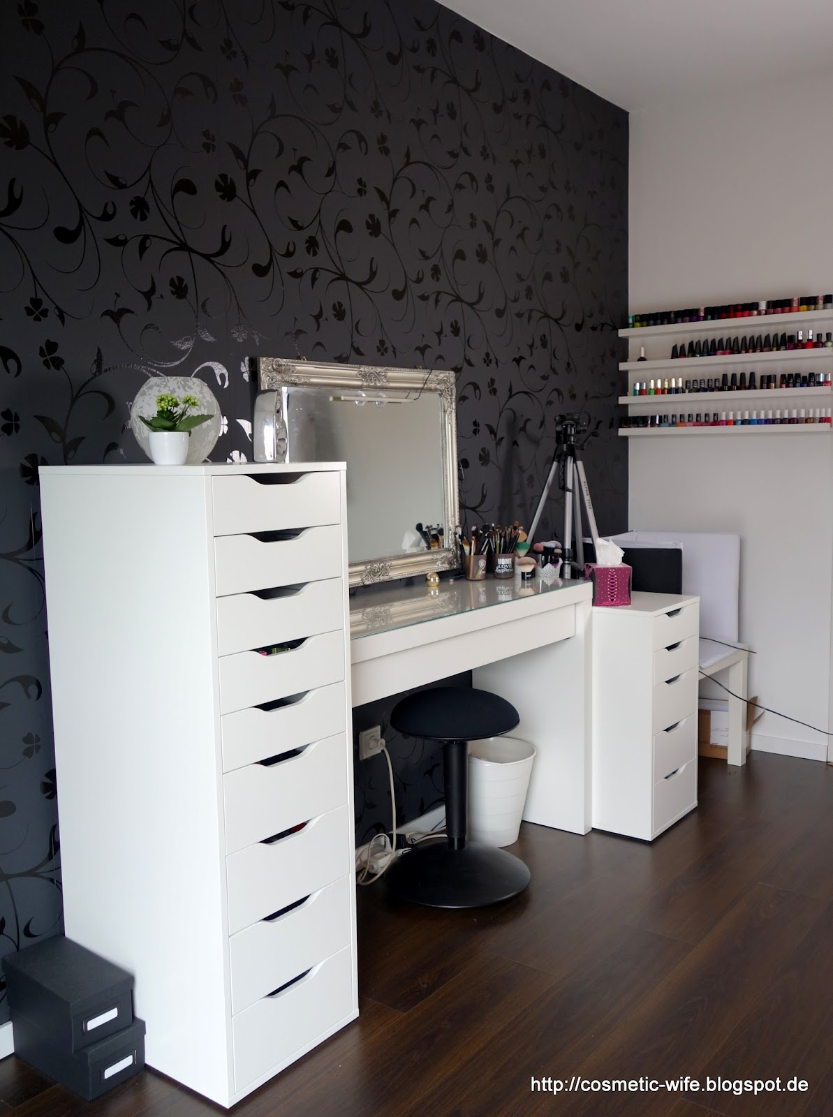 noch ein make up blog ein platz f r mich alleine. Black Bedroom Furniture Sets. Home Design Ideas