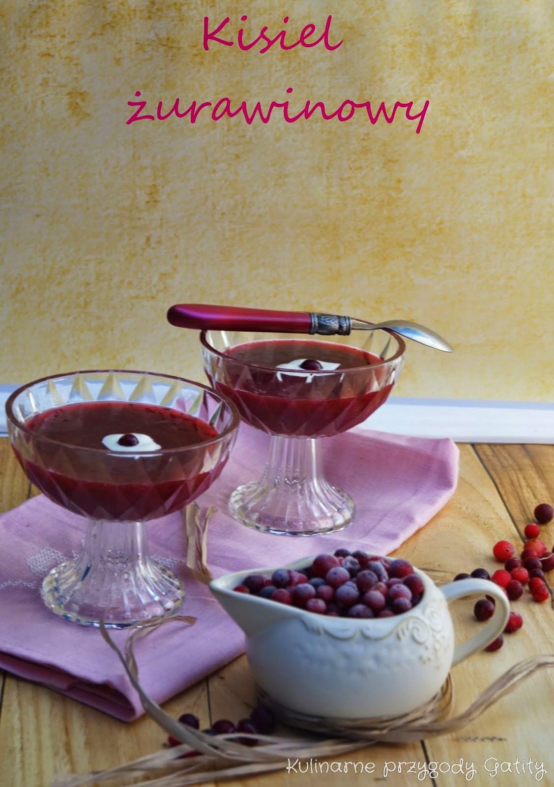 czerwony-kisiel-w-pucharku-szklanym