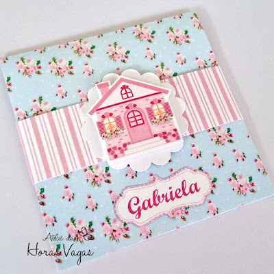 convite artesanal infantil aniversário casinha de bonecas floral azul e rosa delicado menina