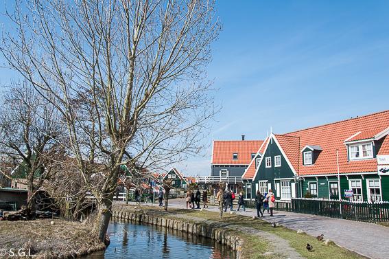 Calles de Marken. Excursion desde Amsterdam: Volendam, Marken y los molinos