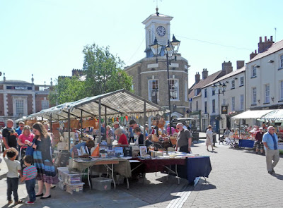 Brigg Farmers' Market and adjoining general Saturday market  stalls