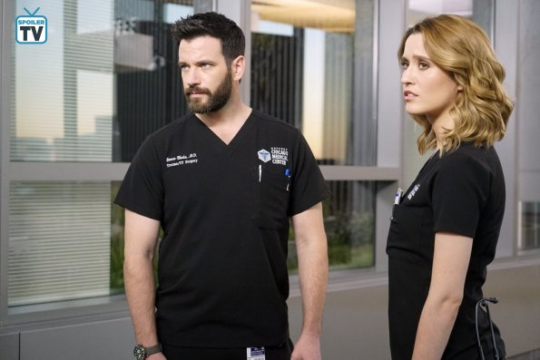 "NUP 184628 0183 595 Spoiler%2BTV%2BTransparent - Chicago Med (S04E08) ""Played By My Rules"" Episode Preview"