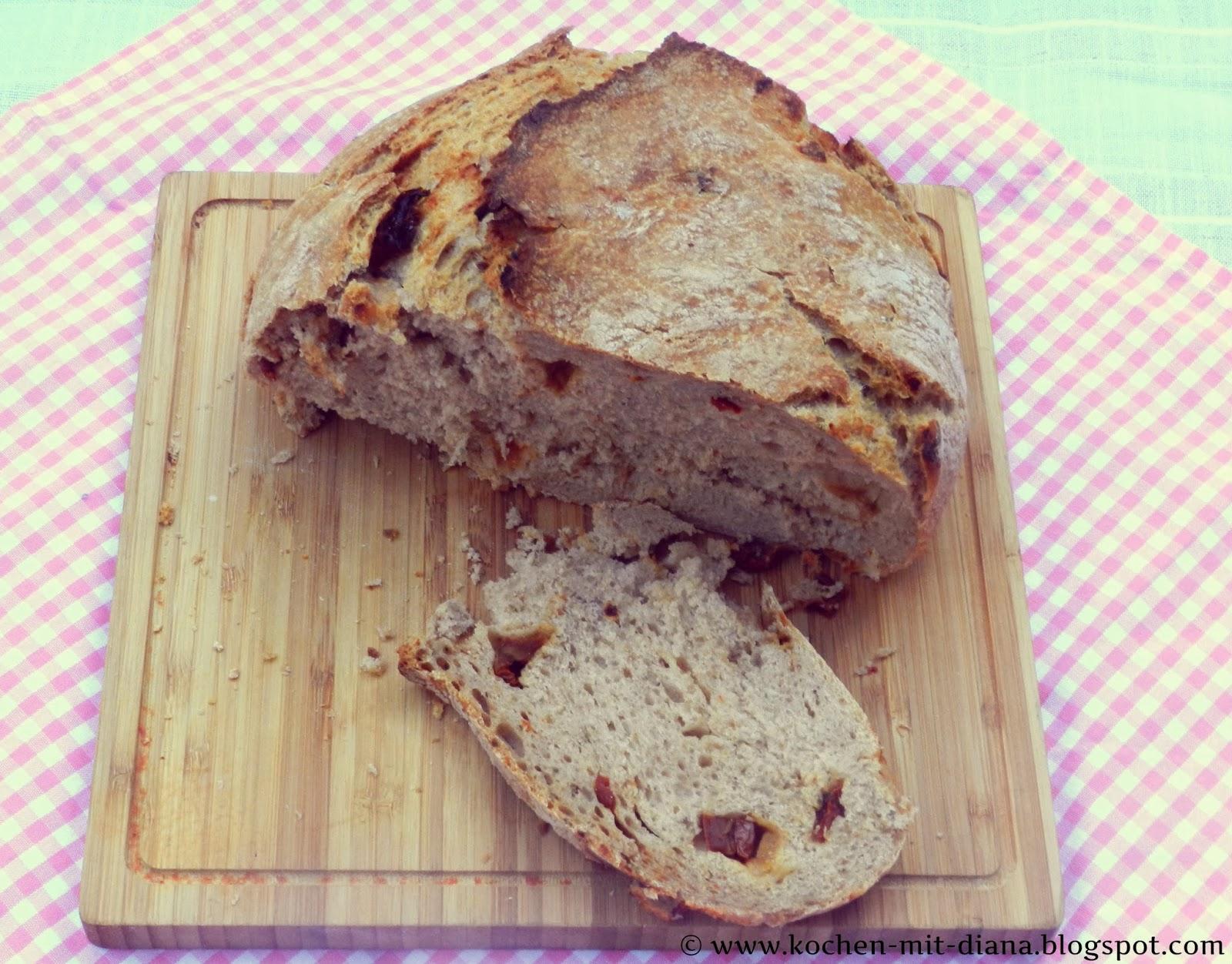 Brot mit getrockneten Tomaten