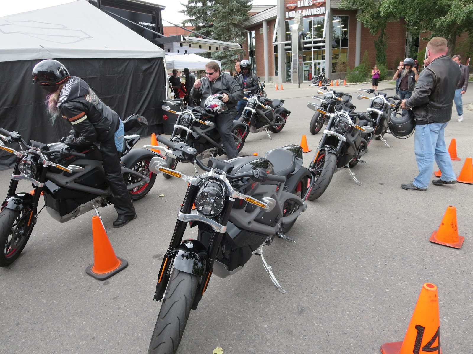 Fantastic Oddbike Oddbike Road Test Harley Davidson Livewire Caraccident5 Cool Chair Designs And Ideas Caraccident5Info