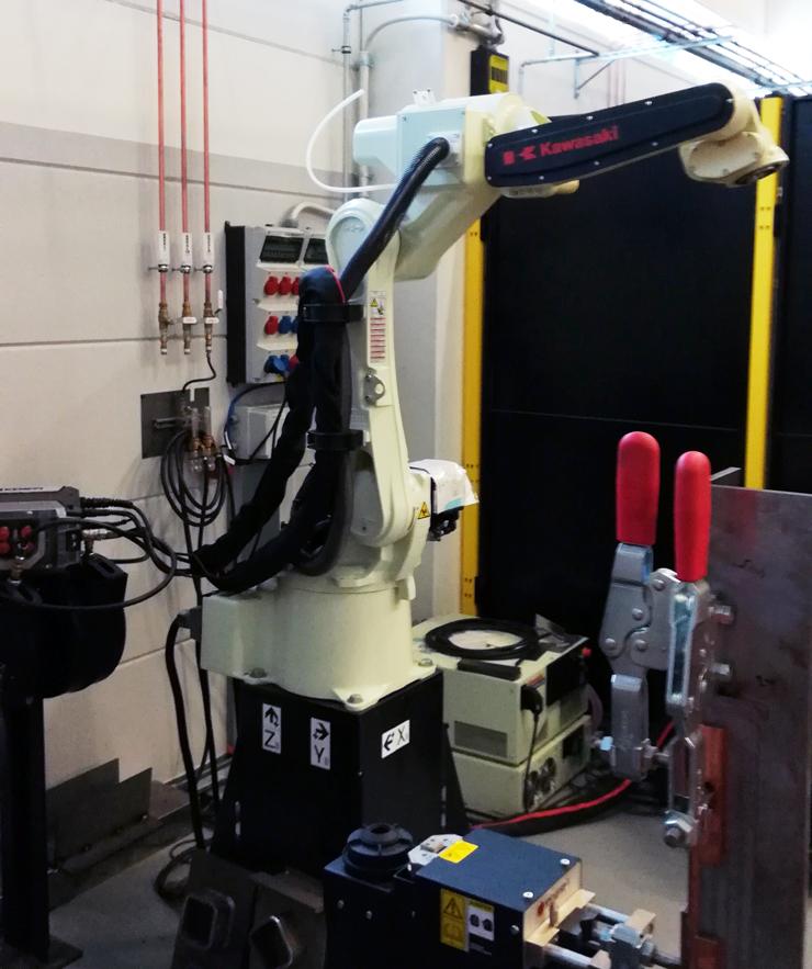 Робот Kawasaki интегрированный с комплектом Kemppi A7 MIG Welder на экспериментальной площадке Kemppi