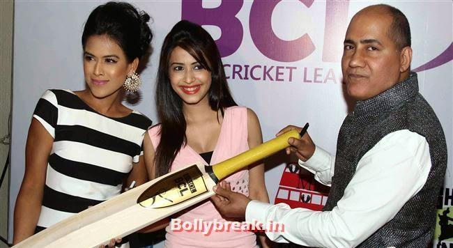 Nia Sharma, Tv Actresses Launch Golden Bat of Box Cricket League