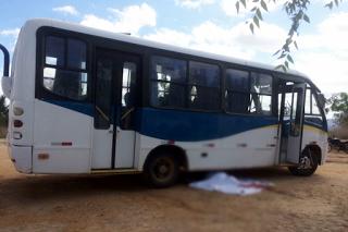 Em Santa Quitéria-CE: Mãe e filho morrem atropelados por ônibus em frente a escola