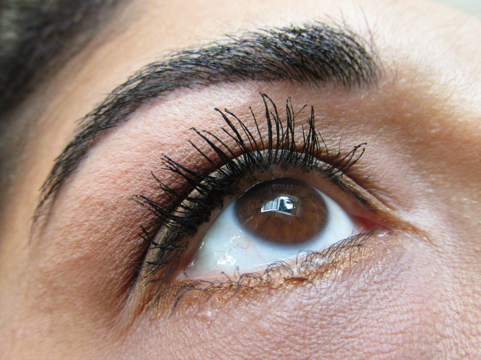 Augenmakeup mit just cosmetics volume mascara, silk & satineye color , khol liner