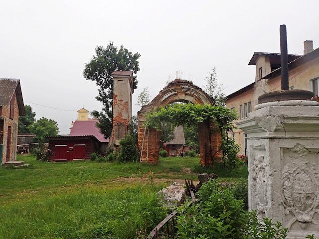 Wariaż (Waręż) - okolice zrujnowanego kościoła