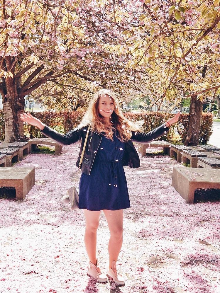 15 melodylaniella gamiss manzana różowe sneakersy króliczki granatowa sukienka skórzana ramoneska pikowana listonoszka szara manzana praga photoshoot sesja zdjęciowa fashion style modnapolka lookbook ootd girls