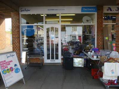 A picture of the front of the Sue Ryder shop, one of the charity shops on Hadleigh High Street