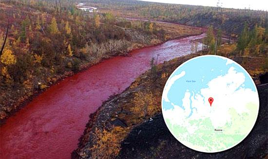 Rio Daldykan ficou vermelho