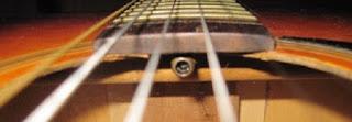 Cara Mengatasi Neck Gitar Bengkok Agar Kembali Normal