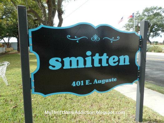 Smitten! mythriftstoreaddiction.blogspot.com Vintage shopping in Fredericksburg, Texas