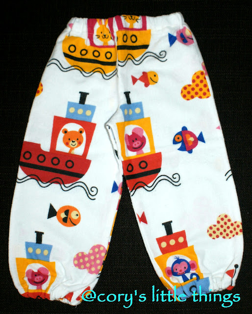 """Happy animals on boats"" Pyjama Pants"