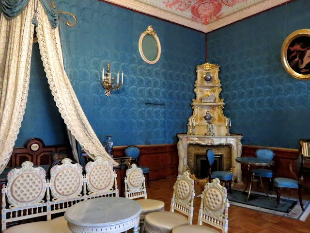 72 hour visa-free St. Petersburg itinerary: Interior of a blue room in Yusupov Palace