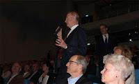 Välkända Gunnar Ek från föreningen Aktiespararna var där och ställde en bra fråga.