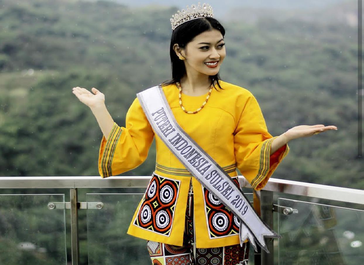 [FOTO] Cantiknya Putri Indonesia Sulsel Berbalut Tenun Khas Toraja, Siap Jadi Miss Universe