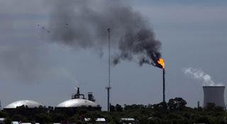 Quejas por ruidos en la refinería de YPF