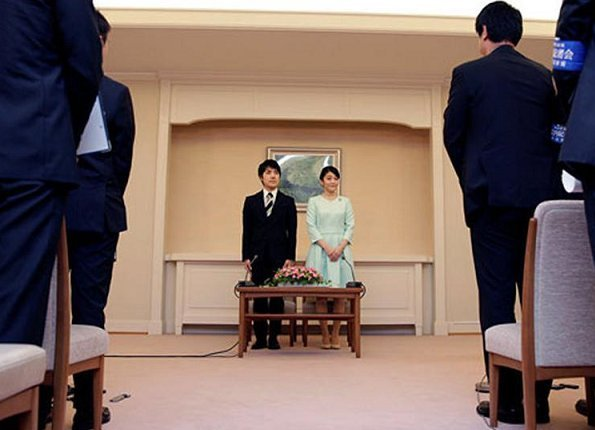The Imperial Household Agency announced that Princess Mako, the eldest grandchild of Emperor Akihito and Empress Michiko got engaged to Kei Komuro
