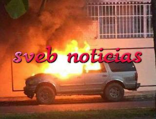 Panico por incendio de una camioneta en fracc.Jardines de Mocambo