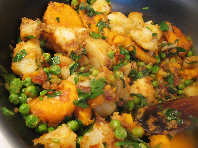 Indian style potato and pea salad with tamarind and chat masala indian style potato and pea salad with chat masala forumfinder Image collections