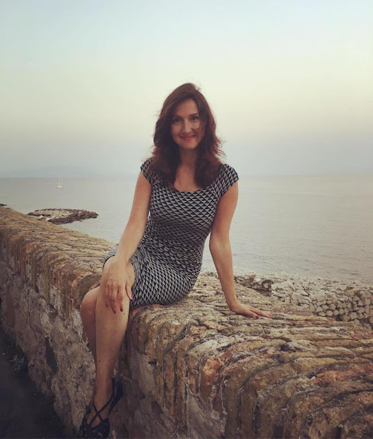 Foto Aida Hadzialic Menteri Cantik Swedia, seksi, paha mulus