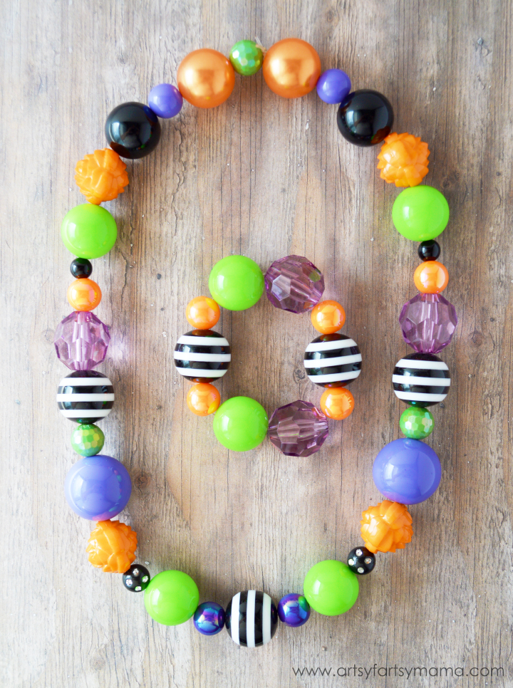 Easy Halloween Necklace at artsyfartsymama.com