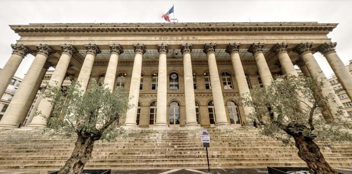 Institutional buildings: the history and elegance of French architecture
