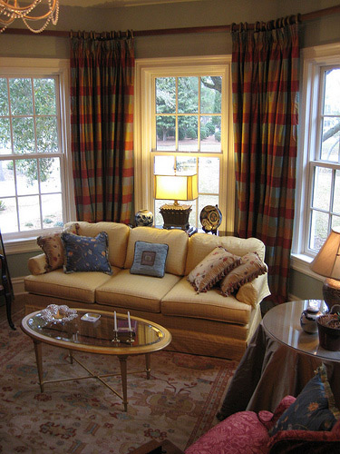 All About Window Curtain Ideas For Bay Windows