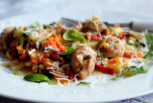 skworcu olej kokosowy,biała kiełbasa,warzywa na patelnię,parmezan,szybkie danie,
