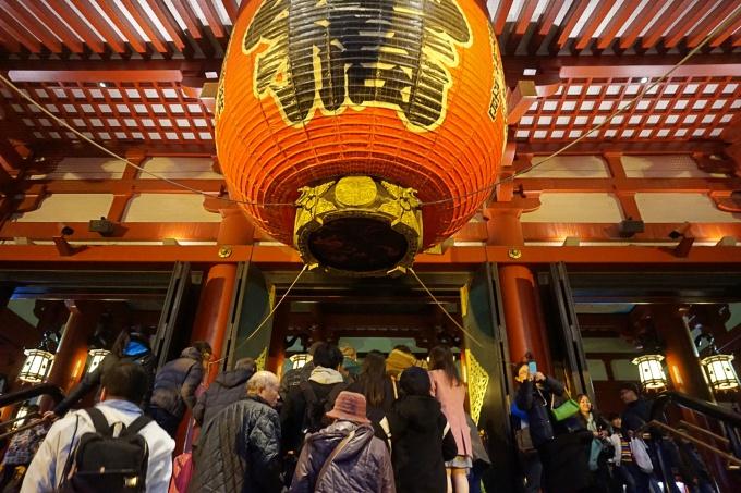 Kokemuksia Tokion nähtävyyksistä ja yksinmatkailusta - vinkkejä matkalle ja aukioloaikoihin / Sensoji