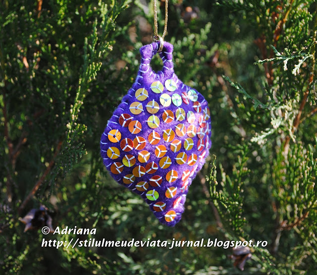 glob mov din fetru, ornament handmade de craciun