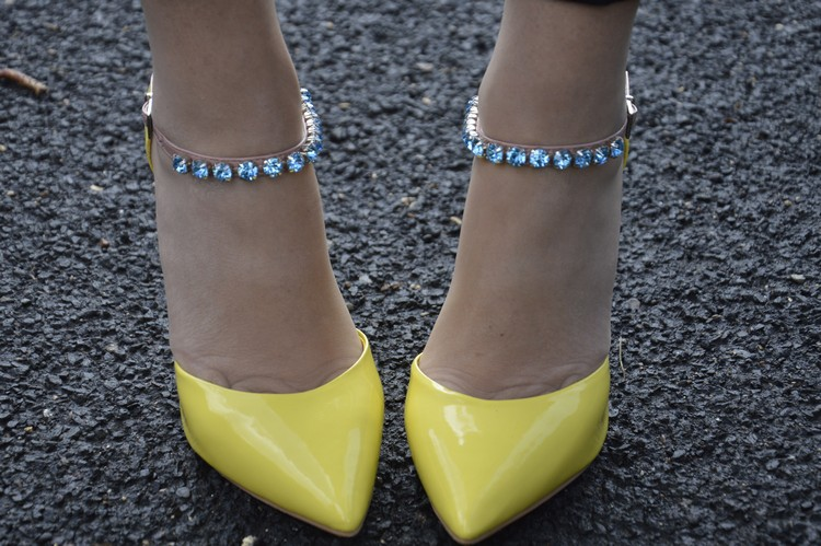 New in my closet: Carvela yellow pumps | Don't Call Me