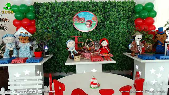 Mesa decorativa Chapeuzinho Vermelho para festa de aniversário infantil
