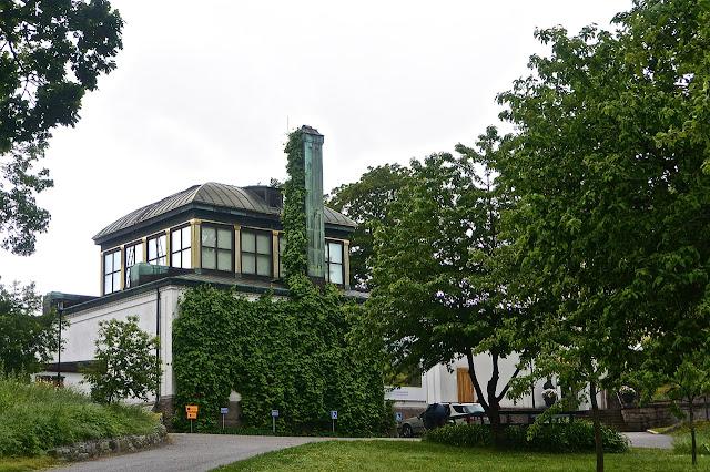 Stockholm :  Entrée du musée Prins Eugen Waldemarsudde sur l'île de Dujugarden