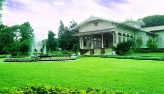 Tujuan para wisata ke Puncak Cipanas salah satunya adalah Istana Kepresidenan di Sindangjaya Cianjur Jawa Barat merupakan salah satu tempat wisata yang satu ini berada di Kabupaten Cianjur Provinsi Jawa Barat Indonesia. Istana Kepresidenan Puncak Cipanas di Jawa Barat Cianjur Sindangjaya adalah tempat wisata yang ramai dengan turis hari biasa atau hari liburan. Tempat ini sangat indah dan dapat memberikan nuansa yang berbeda dari-dari tempat wisata lainnya