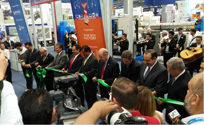 Con la participación de José Palacios Jiménez, secretario de Desarrollo Económico de la entidad, se llevó a cabo la inauguración de Expo Plásticos 2015. (Foto: Cortesía Expo Plásticos 2015)