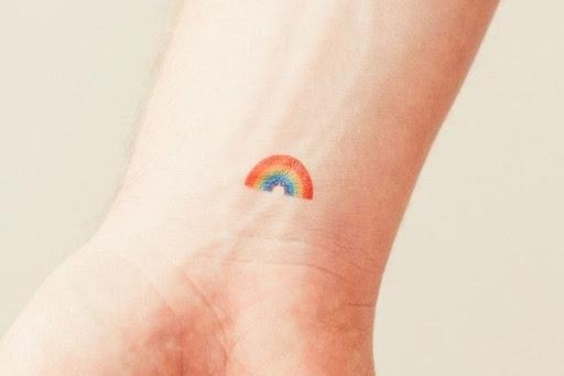 Pequeno Colorido Arco-Íris De Tatuagem