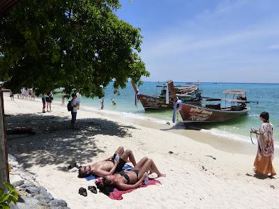 Playa Islas Phi Phi, Tailandia, La vuelta al mundo de Asun y Ricardo, vuelta al mundo, round the world, mundoporlibre.com