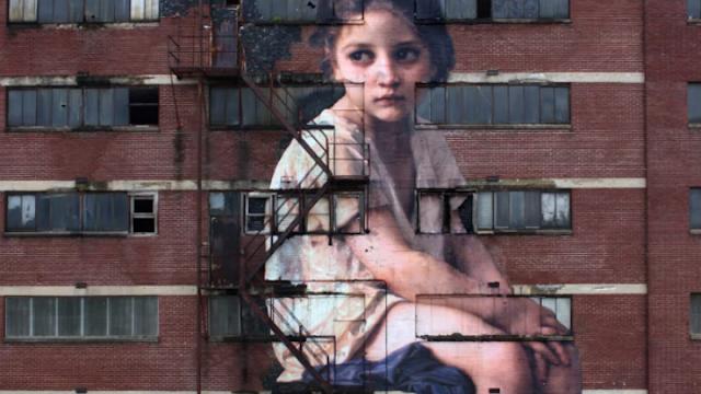Μελαγχολικό κορίτσι του 17ου αιώνα, σε εγκαταλελειμμένο επταώροφο κτίριο