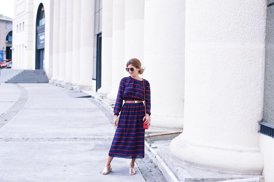 Blog De Moda Y Lifestyle Vestido Midi Azul Marino Rayas Rojas